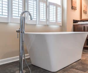 Retro bathtub in the house made by Pratt from Tyler Texas