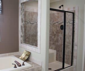 Bathtub and shower in house model Angela from Pratt houses of