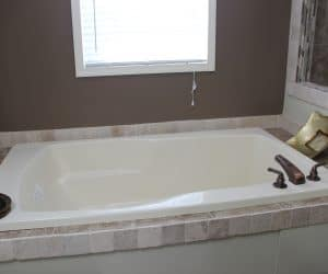 Bathtub in house model Angela from Pratt houses of