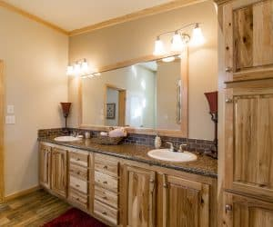 Bathroom wooden details in house model Lodge made by Pratt
