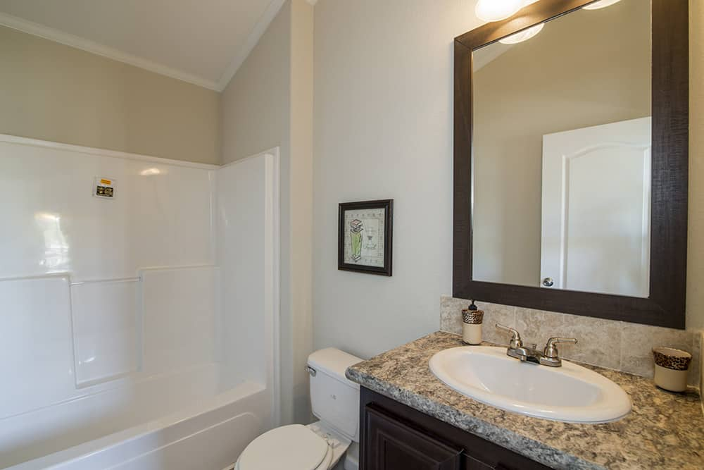 Bathroom of house model CC1207 made by Pratt from Tyler Texas