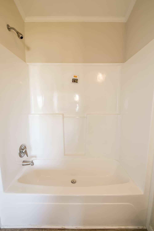 Bathtub of house model CC1207 made by Pratt
