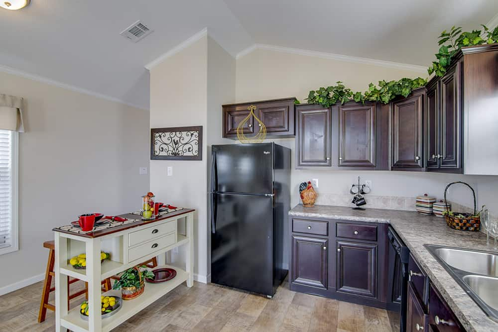 Kitchen of house model CC1207 made by Pratt from Tyler Texas