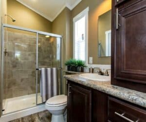 Bathroom with shower of house Meadowview made by Pratt