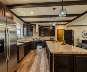 Kitchen island in the house model Eastwood made by Pratt Homes from Tyler