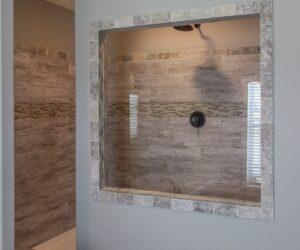 Master bathroom in the house model Carlton made by Pratt from Tyler