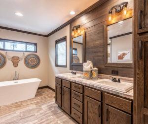 Bathtub in house model Melissa made by Pratt Homes From Tyler