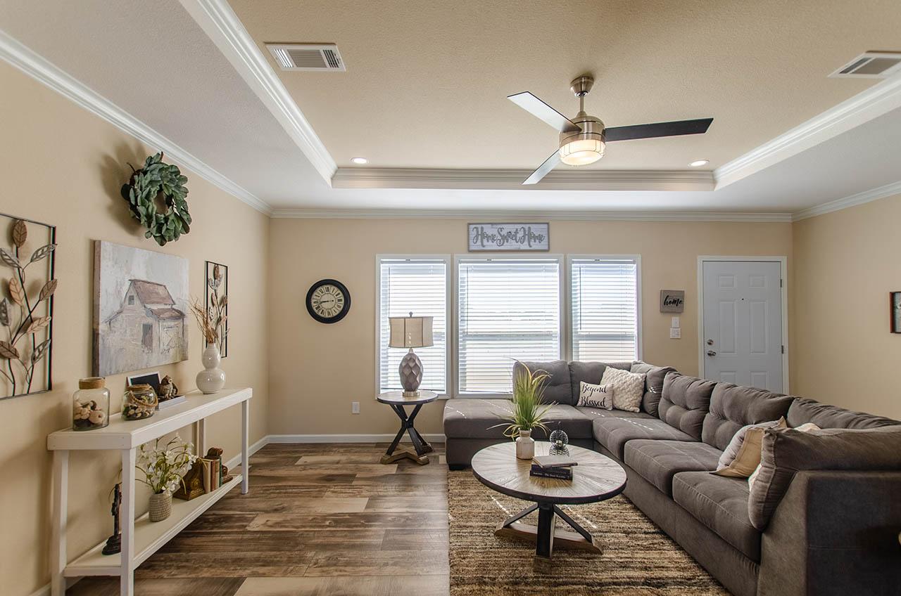 living room in the modular home Reyenga made by Pratt Homes